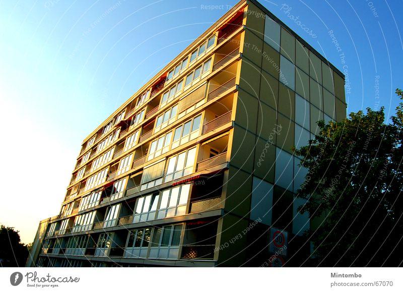 die Platte Himmel Sonne Stadt Sommer Haus Wolken Gebäude Plattenbau