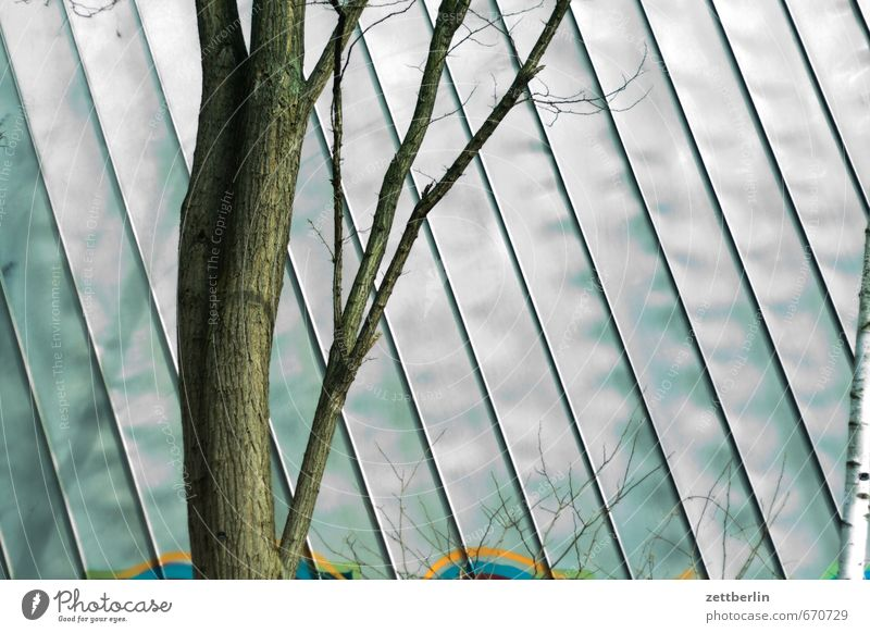 Verkleidung Natur Stadt grün Baum Erholung Haus Umwelt Wand Gebäude Architektur Mauer Frühling hell Metall Arbeit & Erwerbstätigkeit Fassade