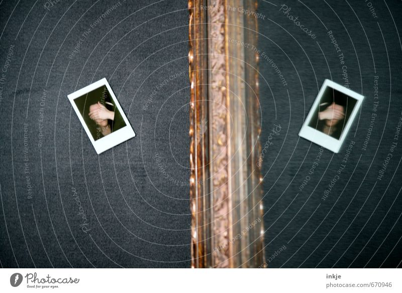 Self | mirror Lifestyle Stil Spiegel Mensch feminin Frau Erwachsene Leben Gesicht Hand 1 2 30-45 Jahre Polaroid machen Traurigkeit außergewöhnlich Gefühle