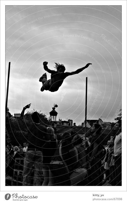 Der Sprung in den Tod? springen Paris Mensch Aktion Schwarzweißfoto skate. inline slating