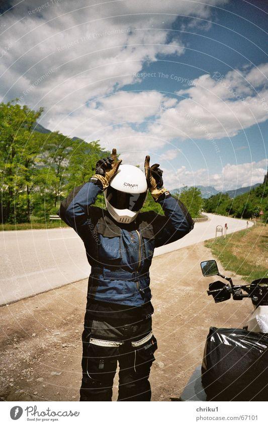 Fred vom Jupiter Mensch Natur Himmel blau Wolken Straße Landschaft lustig fahren Italien Motorrad Helm Landstraße Fahrradlenker Motorradfahrer Motocrossmotorrad