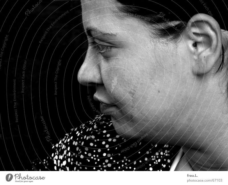 ernsthaft Mensch Frau schön Gesicht feminin Traurigkeit Denken Mund Trauer weich Ohr hören Konzentration Wut Schulter sanft