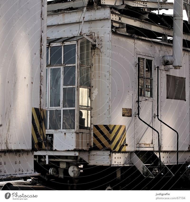 Hafen alt Fenster Linie Tür Glas Schilder & Markierungen Treppe Geländer Rost Verfall durchsichtig Kran Fensterscheibe Stab