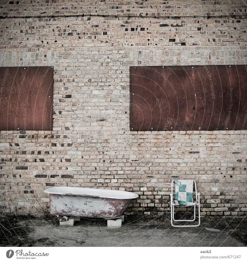 Endlich Urlaub Mauer Wand Fassade Hinterhof Erholung genießen alt elegant frei trashig Glück Vorfreude Freiheit Freizeit & Hobby Freude Idylle Reichtum