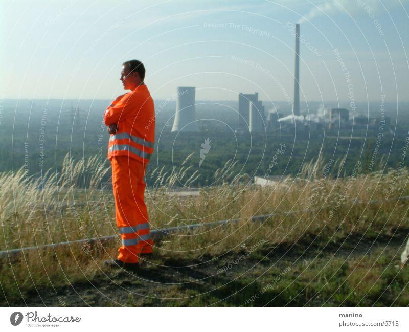 Orange Dienstleistungsgewerbe Energiewirtschaft Mann Erwachsene 1 Mensch orange Horizont Halde Ruhrgebiet Farbfoto Außenaufnahme Tag Panorama (Aussicht)