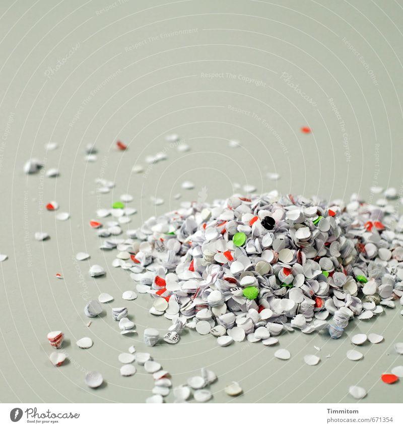 499. So etwa. grün weiß rot Freude Gefühle Spielen grau liegen einzeln ästhetisch Fröhlichkeit einfach Papier Sauberkeit Zusammenhalt Schreibtisch