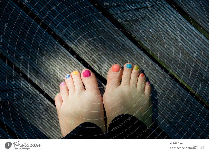 Lieblingsfarbenfindung Mensch feminin Fuß Zehen Zehennagel blau mehrfarbig gelb grün violett orange rosa rot türkis Barfuß lustig Karneval Buntlack