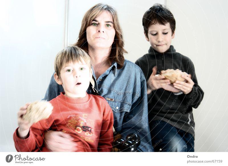 Familienvesper Kind Mutter Familie & Verwandtschaft Sohn Bruder maskulin Frau Vesper Appetit & Hunger Ernährung Mensch sitzen Essen