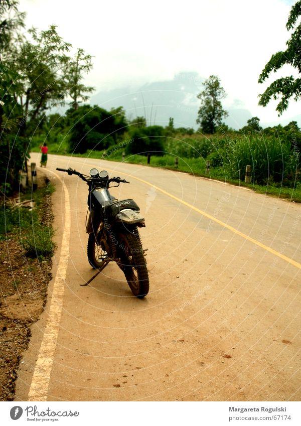 motorrad Motorrad Thailand Staub Baum Sträucher Sand Wege & Pfade Straße