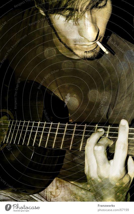 Golden age of Wild West... Mann Musik Zufriedenheit Romantik Zigarette Gitarre Typ lässig Feuerstelle