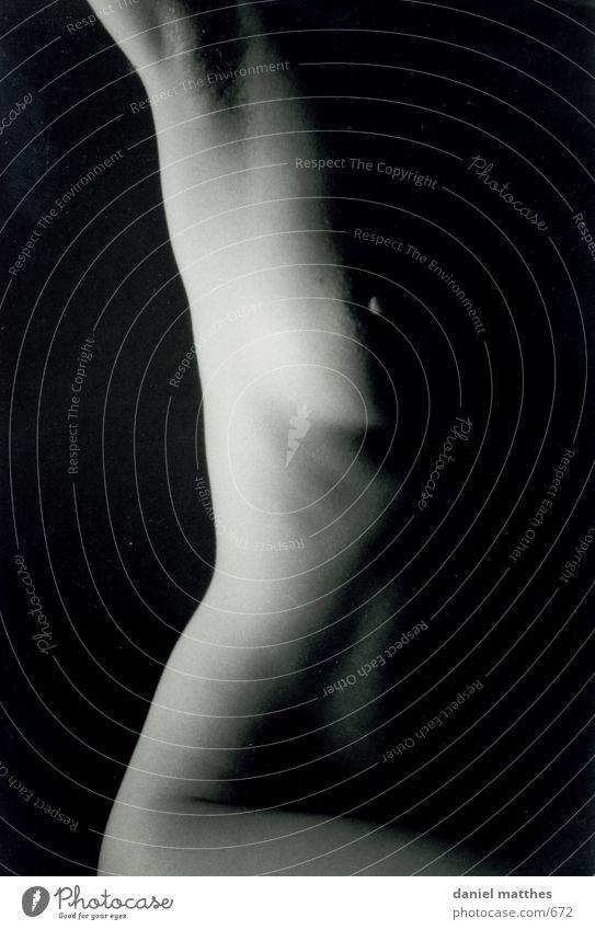 akt 2 Frau nackt Nacht Erotik Mensch Akt Schwarzweißfoto Weiblicher Akt