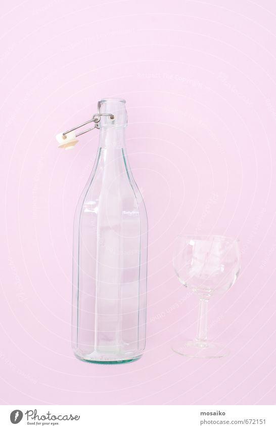 Flasche und Glas - Rosenquarz Hintergrundfarbe Diät Getränk Lifestyle Stil Design Freude schön Sommer Wasser frisch natürlich Sauberkeit rosa Reinheit Fitness