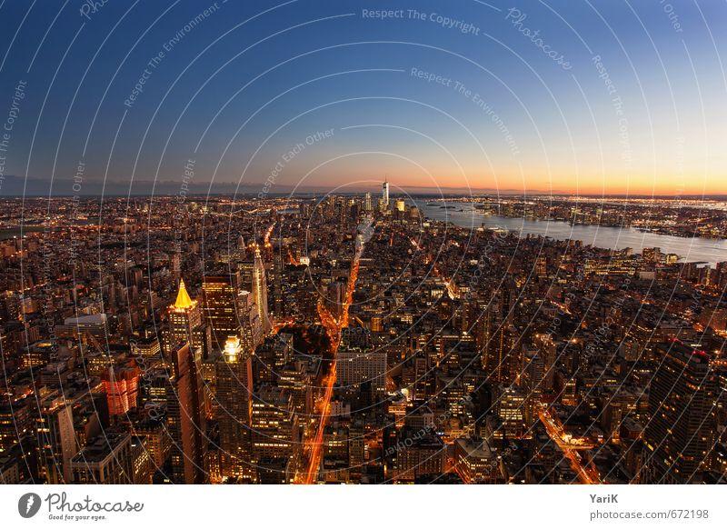 NYC it is Ferien & Urlaub & Reisen Stadt blau Himmel (Jenseits) Ferne Straße Tourismus Hochhaus Perspektive Aussicht Ausflug Romantik Skyline Bankgebäude