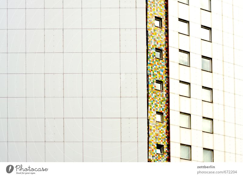 Hoch Farbe Haus Fenster Architektur Kunst Fassade Häusliches Leben Hochhaus Textfreiraum Fliesen u. Kacheln Wohnhaus Etage Wohnhochhaus Plattenbau Block