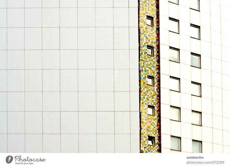 Hoch Farbe Haus Fenster Architektur Kunst Fassade Häusliches Leben Hochhaus Textfreiraum Fliesen u. Kacheln Wohnhaus Etage Wohnhochhaus Plattenbau Block Wohngebiet