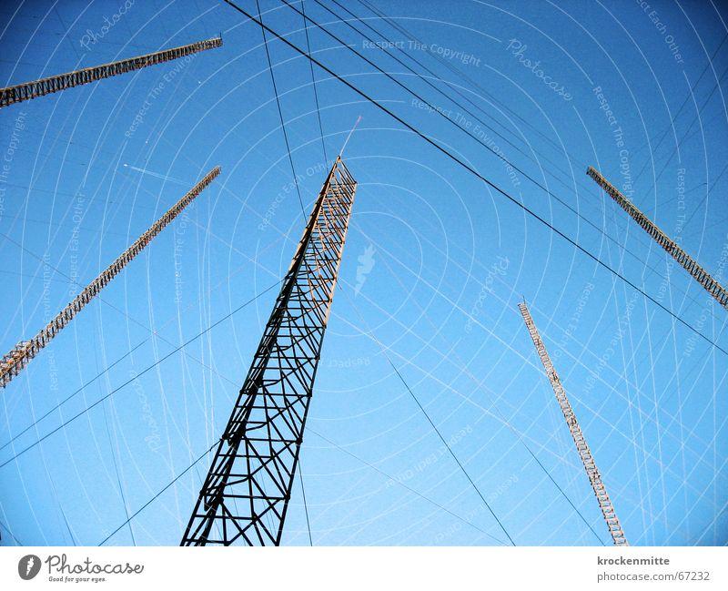 bauvisier Konstruktion Draht streben ehrgeizig Projekt Geborgenheit Vernetzung Zusammenhalt verankern Seil Strommast Himmel visualisieren bauphase