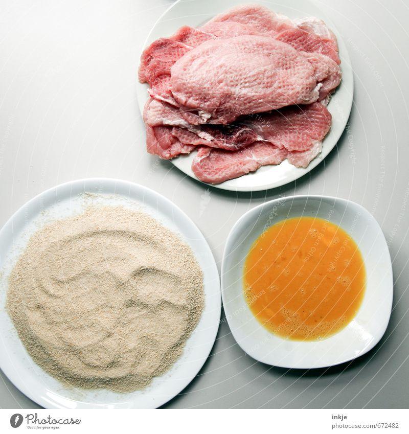Mahlzeit ! Lebensmittel Fleisch Ei Paniermehl semmelbrösel Schnitzel Zutaten Ernährung Mittagessen Hausmannskost Teller Schalen & Schüsseln Koch Küche einfach