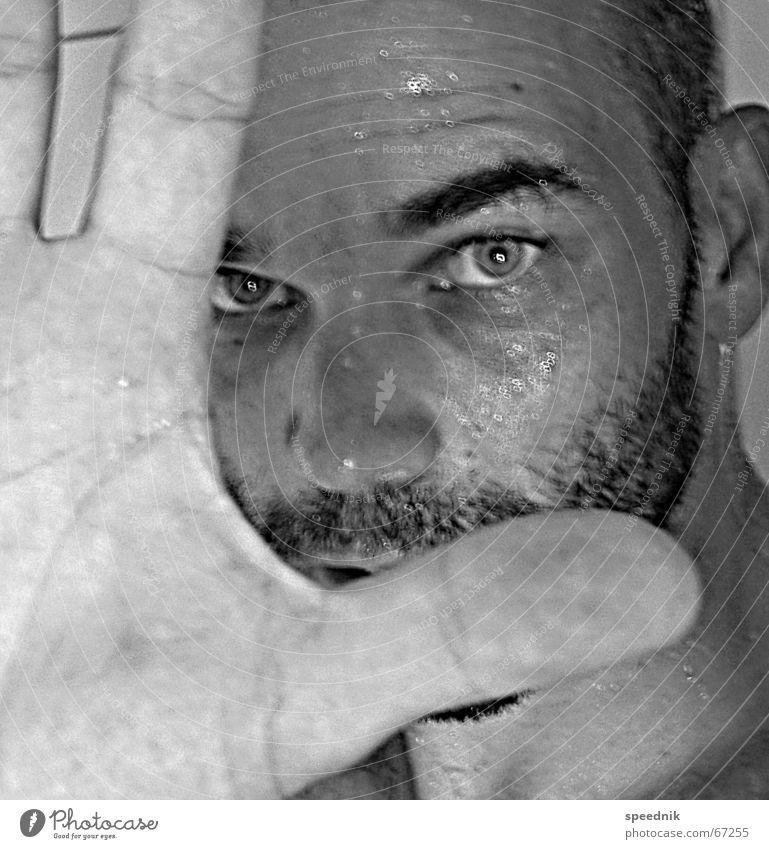 I'm a chemical boy Bart maskulin Macho Augenbraue Hand Finger Unschärfe schwarz weiß Schweiß nass feucht Porträt Selbstportrait Schwarzweißfoto Mann Bartstoppel