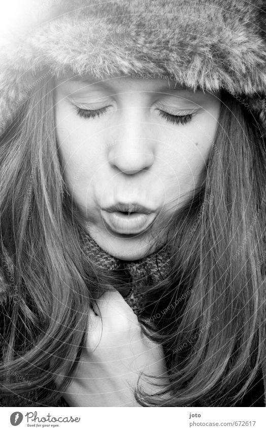 kalte brise Jugendliche schön Junge Frau Winter Leben feminin Gesundheit natürlich modern Energie Schutz Jahreszeiten Erkältung Fell trendy