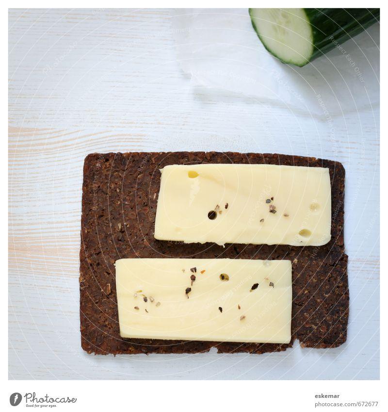 Brot Lebensmittel Käse Gurke Käsebrot Ernährung Frühstück Abendessen Holz retro Scheibe Quadrat Rahmen gerahmt Holztisch Belegtes Brot Brotscheibe rustikal