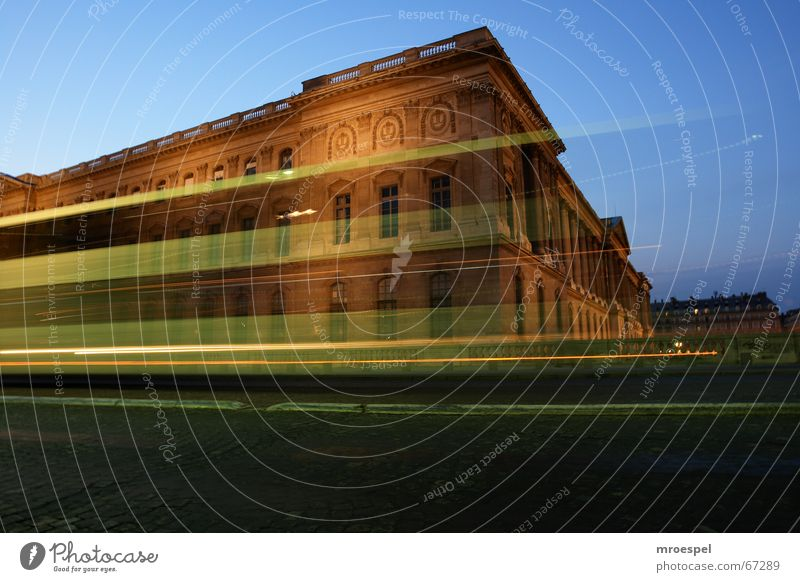 Louvre rasant Gebäude Paris Museum Nachtaufnahme