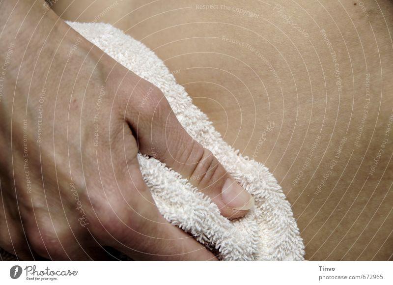nach dem Bad feminin Haut Hand Finger Bauch 1 Mensch Körperpflege abtrocknen Handtuch Reinigen Bildausschnitt Frottée Sauberkeit Farbfoto Innenaufnahme