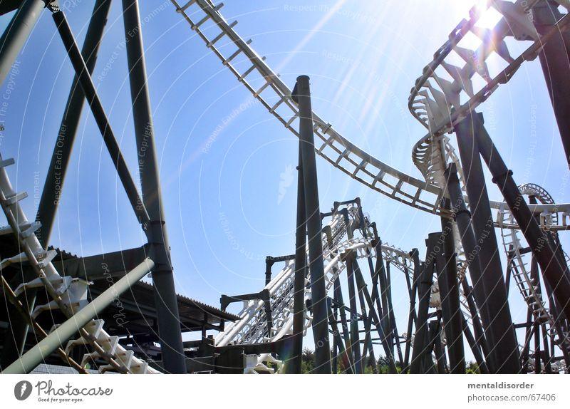 ... fun Freude Erholung Spielen Park Kindheit Wind Kraft Angst hoch groß Geschwindigkeit fahren Gleise drehen Schleife Rolle