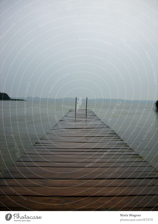 endloser Steg Wasser Himmel ruhig Wolken Holz See Regen Steg Leiter schlechtes Wetter