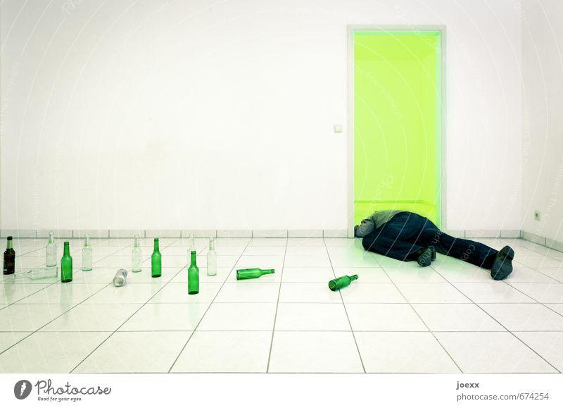 Voll Alkohol maskulin Beine 1 Mensch Mauer Wand Tür liegen schlafen trinken Krankheit grau grün schwarz weiß Verzweiflung Hemmungslosigkeit Alkoholsucht bizarr