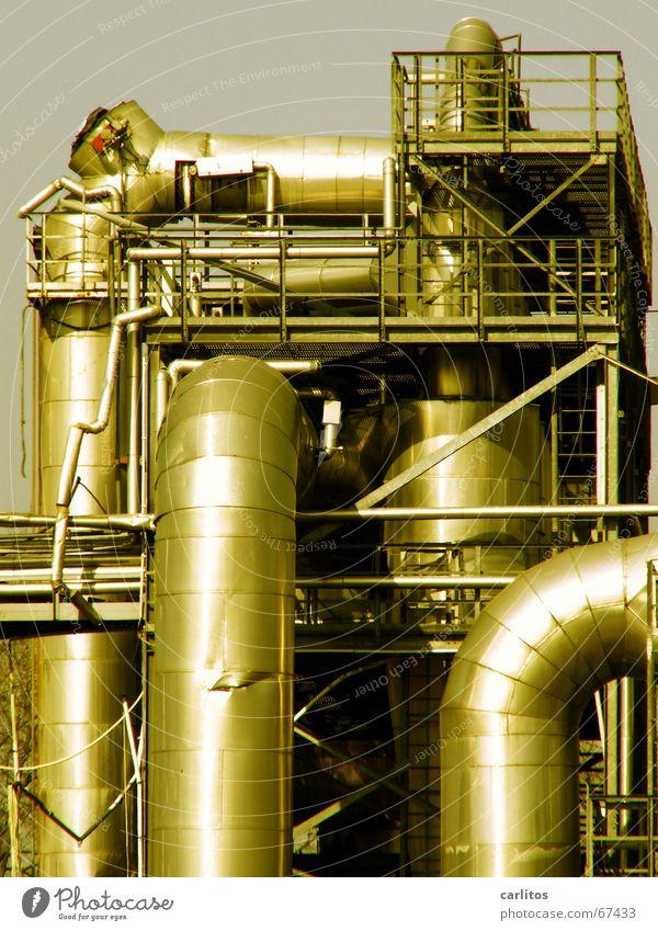 Rohre einer Industrieanlage Lüftung stilllegen Demontage Industriefotografie Fabrik arbeitsplatzverlust arbeitsplatzverlagerung Geländer keine industrieromantik