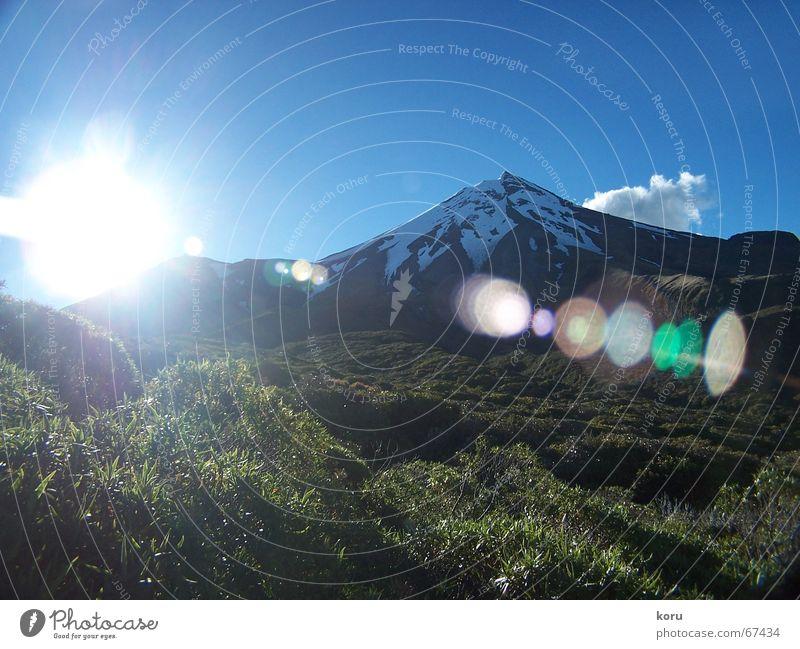 Mount Taranaki Mount Egmont Schnee Lichtspiel Neuseeland ruhig Außenaufnahme mount taranaki Vulkan Farbe Strukturen & Formen blau linsenfehler