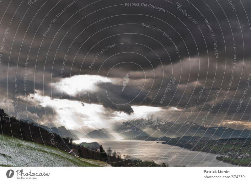 Donnerwetter Umwelt Natur Landschaft Urelemente Luft Wasser Himmel Wolken Gewitterwolken Sonnenlicht Klima Wetter schlechtes Wetter Unwetter Wind Sturm Schnee