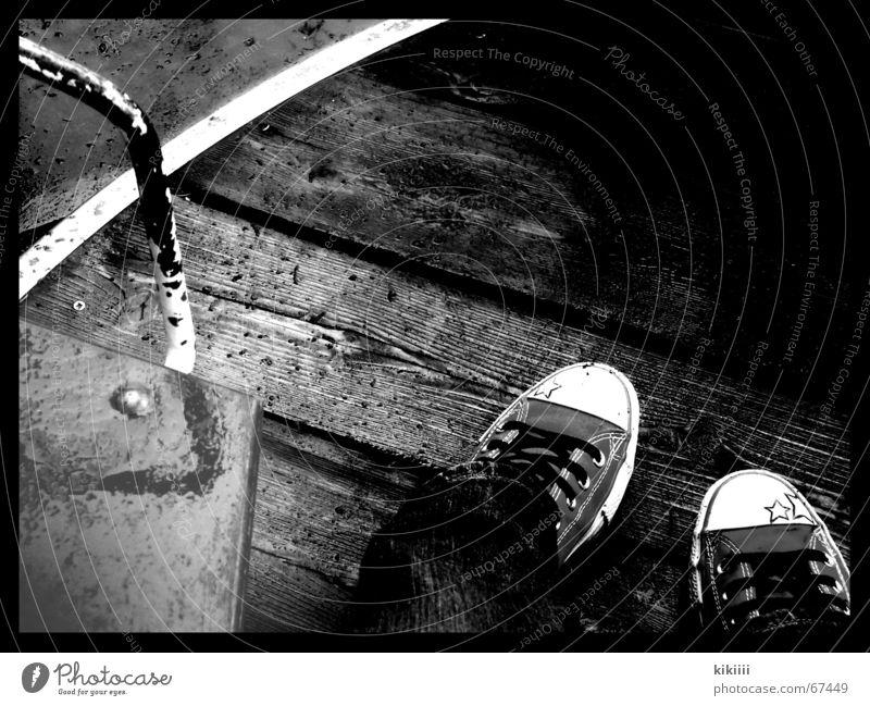 regen Einsamkeit Regen Wetter Schuhe Trauer Turnschuh Chucks Selbstportrait Spielplatz