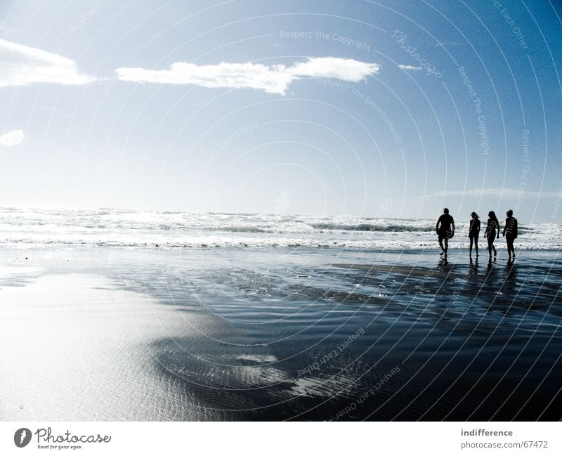 ...a family contemplates the sea Mensch Himmel Sommer Strand