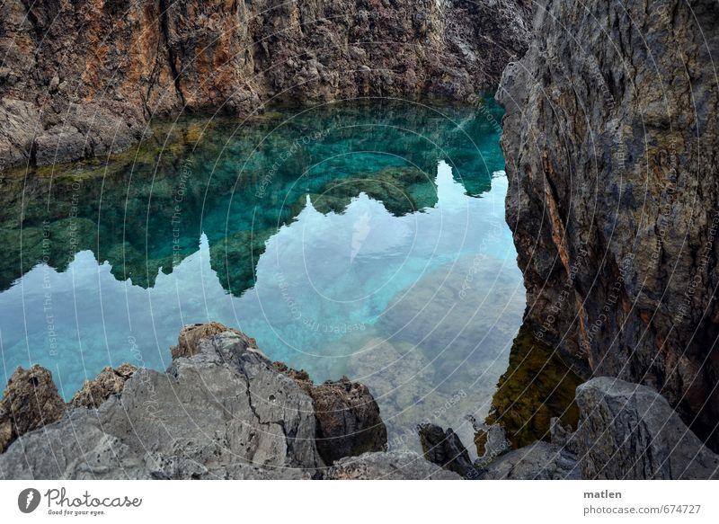 Klipp und klar Umwelt Landschaft Wasser Frühling Schönes Wetter Felsen Küste Fjord Meer Menschenleer Verkehr Stein Reinheit bizarr Klippe deutlich Farbfoto