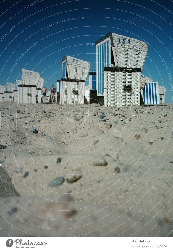Morgens in Warnemünde... Strand Strandkorb Meer Ferien & Urlaub & Reisen Erholung ruhig schön gestreift Küste Sand Ostsee blau Blauer Himmel Schönes Wetter