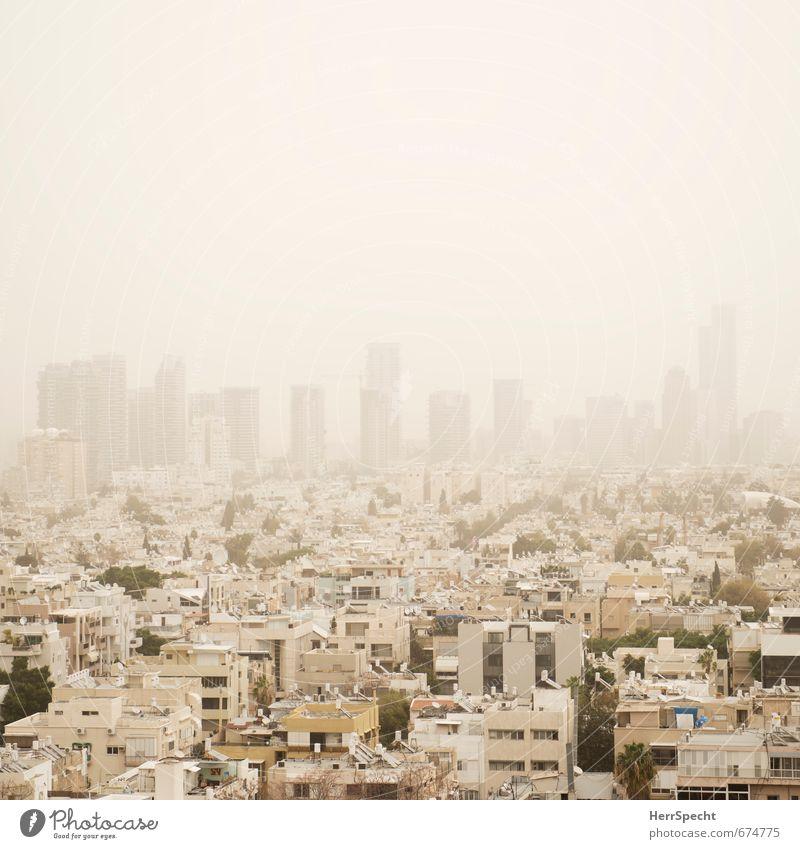 Sandsturm über Tel Aviv Himmel Stadt weiß Haus Ferne gelb außergewöhnlich Nebel Hochhaus bedrohlich Dach Bankgebäude Unwetter Skyline Stadtzentrum