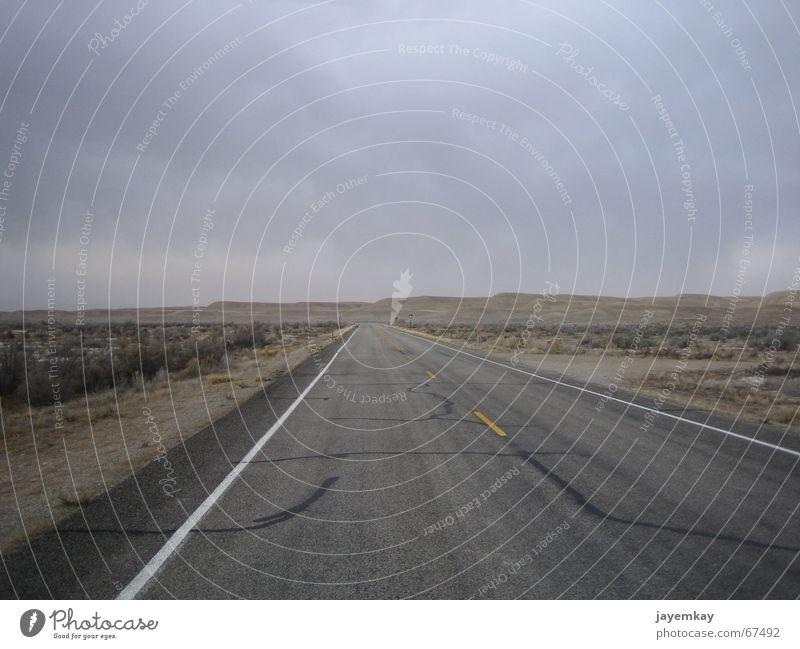 Lonely Planet Ödland Utah Menschenleer gottverlassen dunkel Einsamkeit trocken Asphalt Straße Wüste nirgendwo USA Weste niemandsland