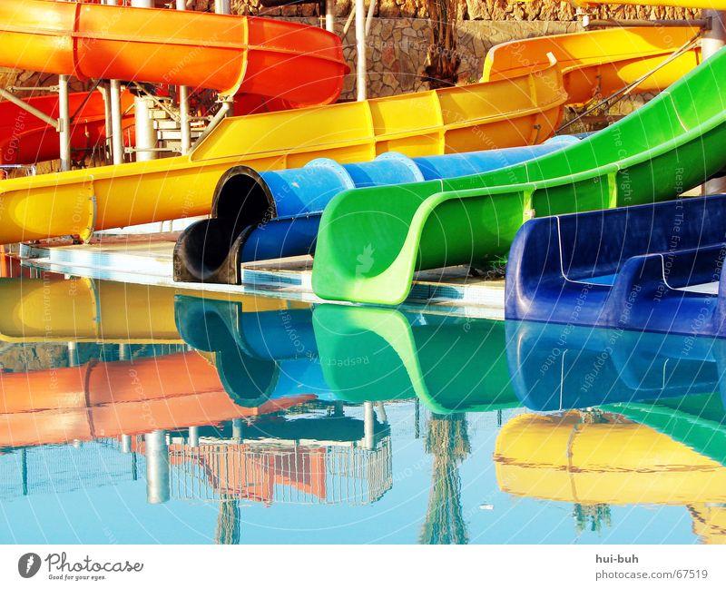 buntes-wirr-warr Reflexion & Spiegelung gelb grün Ferien & Urlaub & Reisen lang Schwimmbad Freizeit & Hobby Begierde Rutsche slide slides blau blue black fun