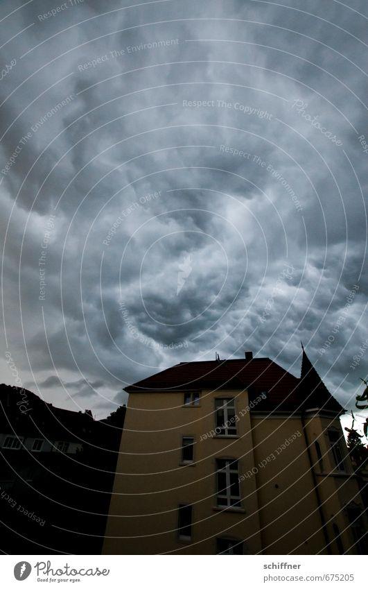...und es wurde dunkel Umwelt Natur Landschaft Himmel Wolken Gewitterwolken Klima Klimawandel Wetter schlechtes Wetter Unwetter Wind Sturm Regen außergewöhnlich