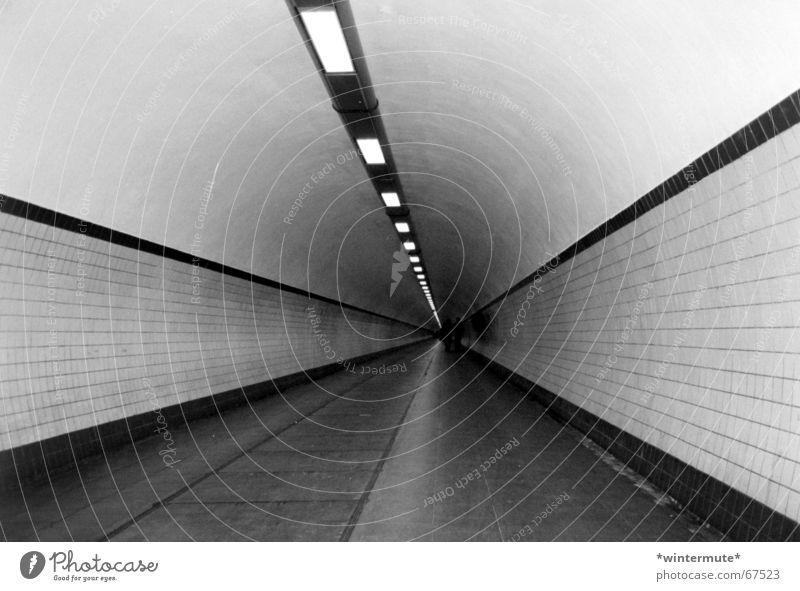 **down under** Tunnel unten Antwerpen Fußgänger Lampe schwarz weiß footgangers tunnel unter der schelde Fliesen u. Kacheln gradeaus Linie Beleuchtung clean