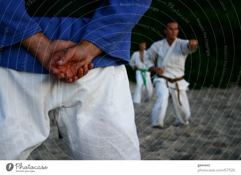 der Sensei Strand Sport Sport-Training üben Kampfsport Karate Meister Budo Shotokan