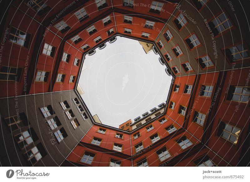 Rot Hinterhof Stil Himmel Wohnhaus Fassade Lichthof eckig hoch modern rot Mittelpunkt Symmetrie rund Rahmen Immobilienmarkt Gedeckte Farben Strukturen & Formen