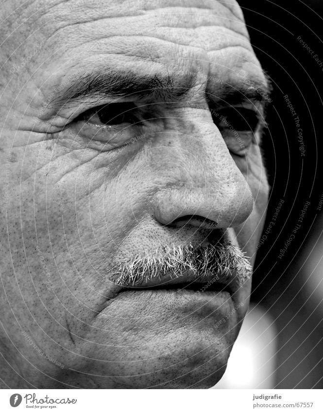 Unglaub Mann Gesicht Senior Auge Denken Nase Bart Falte Erwartung Charakter Weisheit Porträt skeptisch Philosoph Unglaube Vatergefühl