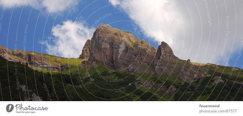 Der Berg ruft. Himmel Sonne Sommer Wolken Berge u. Gebirge Stein wandern groß Felsen Klettern Alpen Österreich Bergsteigen Panorama (Bildformat)