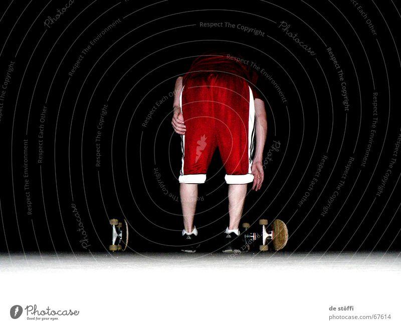 bück.dich! Kerl Skateboarding Trainingshose rot Nacht Hand dunkel Beginn Wade bücken 2 Auswahl boards weiße streifen auf'm boden Hinterteil