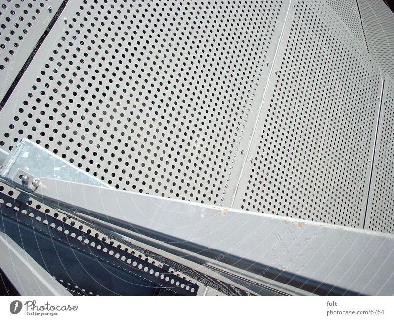 Fassadenverkleidung bleich Lochblech Architektur Maske Metall Geländer