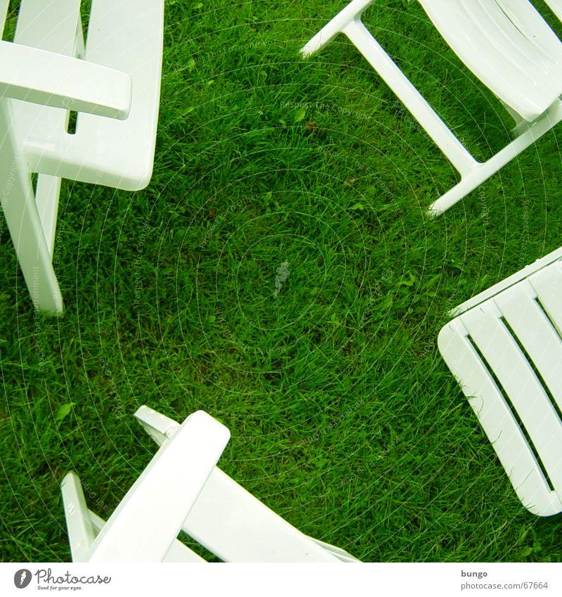 aestas viridis est grün Gras Wiese Stuhl weiß ruhig Erholung Frieden Freizeit & Hobby Sommer Stuhllehne Klee Sommerferien Möbel Campingstuhl Statue grass chairs