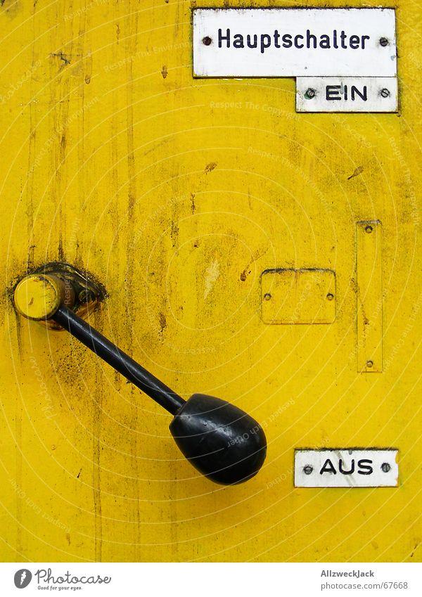 Der Hauptschalter gelb Metall parken Schalter Keule Griff ausschalten aktivieren unbenutzt Knauf außer Betrieb