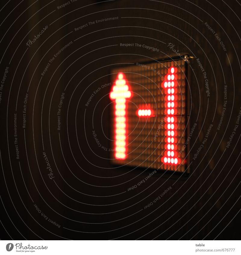 weiter nach oben . . . Gebäude Fahrstuhl Metall Kunststoff Zeichen Schriftzeichen Ziffern & Zahlen Schilder & Markierungen Linie Pfeil fahren glänzend leuchten